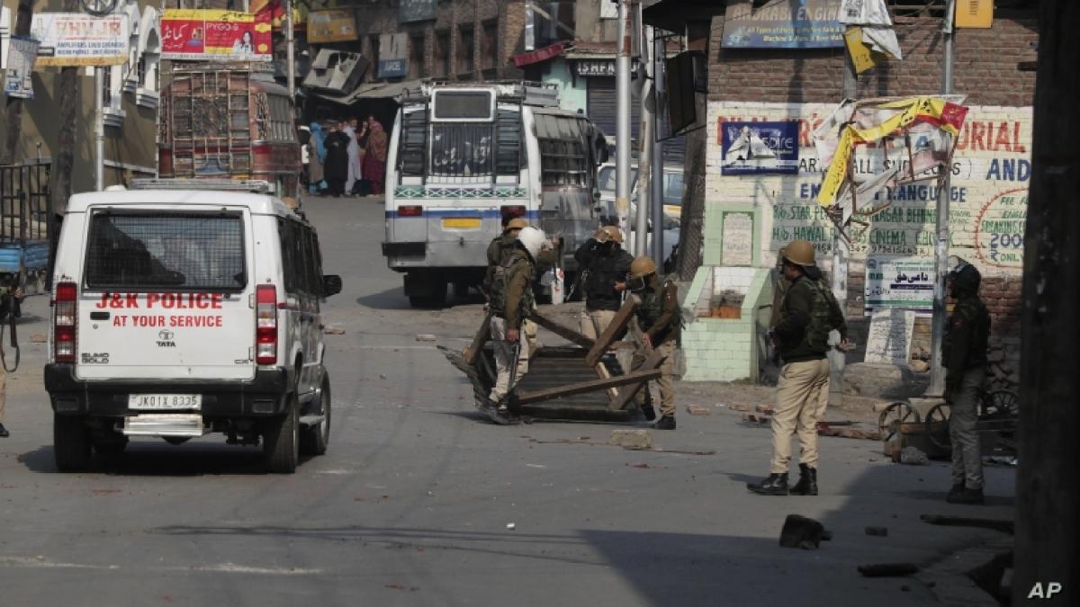 کشمیر میں 'حملہ آوروں' نے 5 مزدوروں کا قتل کیا