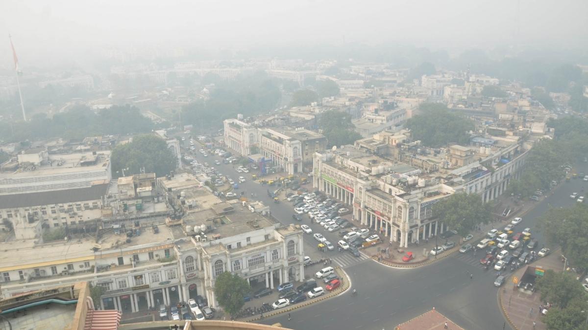 دہلی  میں خطرناک آلودگی: ہیلتھ ایمرجنسی نافذ، کیجریوال کا اسکولز بند رکھنے کا اعلان