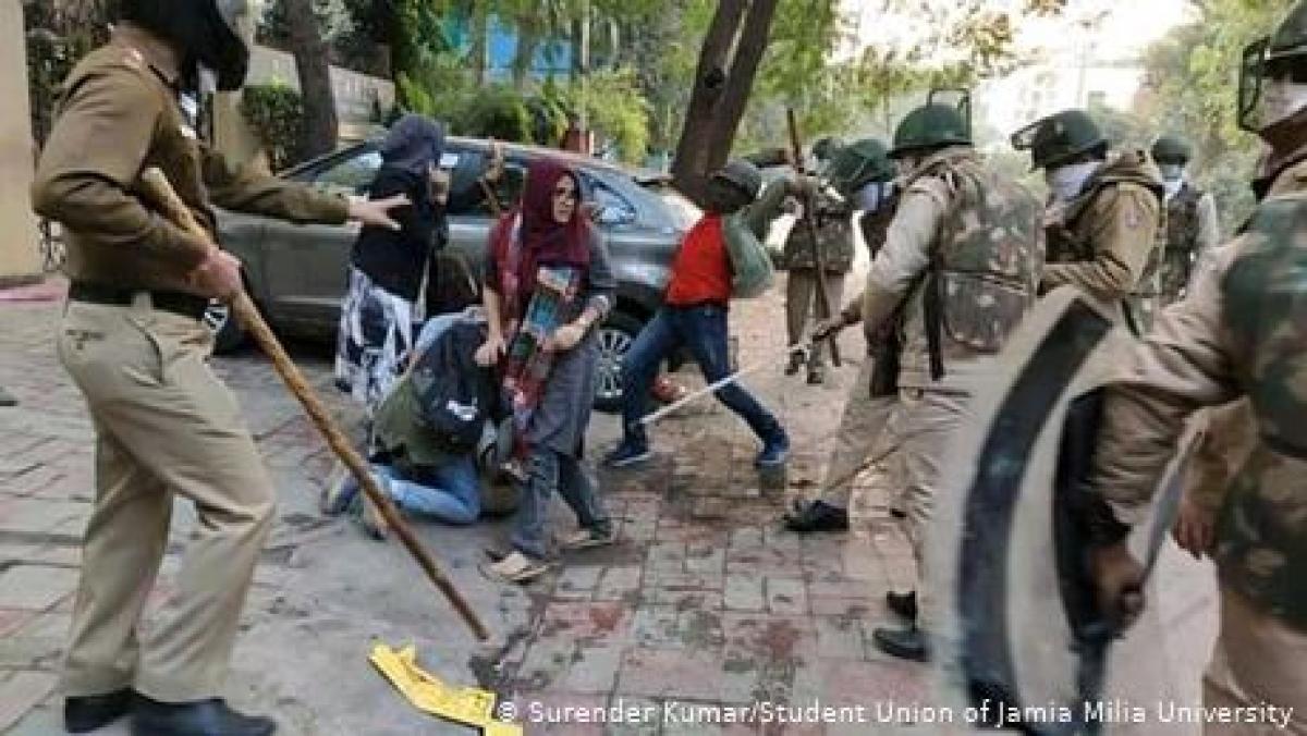 شہریت ترمیمی قانون: مظاہرین کے خلاف پولیس کا تشدد اور گرفتاریاں