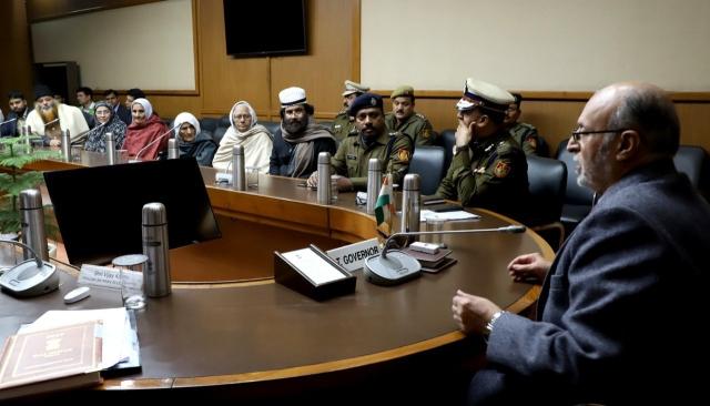 ملک گیر احتجاج: 'شاہین باغ کی دبنگ دادیوں کو گمراہ کر کے ایل جی کے پاس لے جایا گیا'