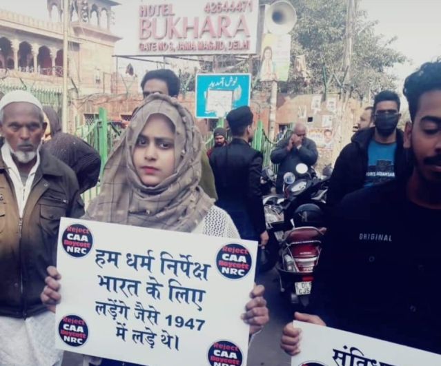حنا خان اس سے قبل دہلی کی جامع مسجد پر ہونے والے احتجاج میں بھی شامل ہوئی تھیں