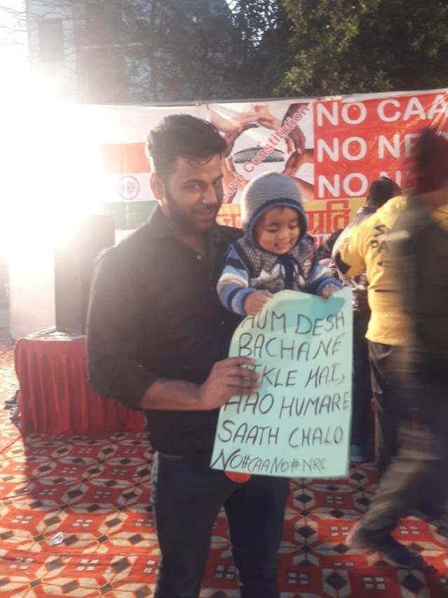 مظاہرے میں شامل حنا خان کا بیٹا بلال خان