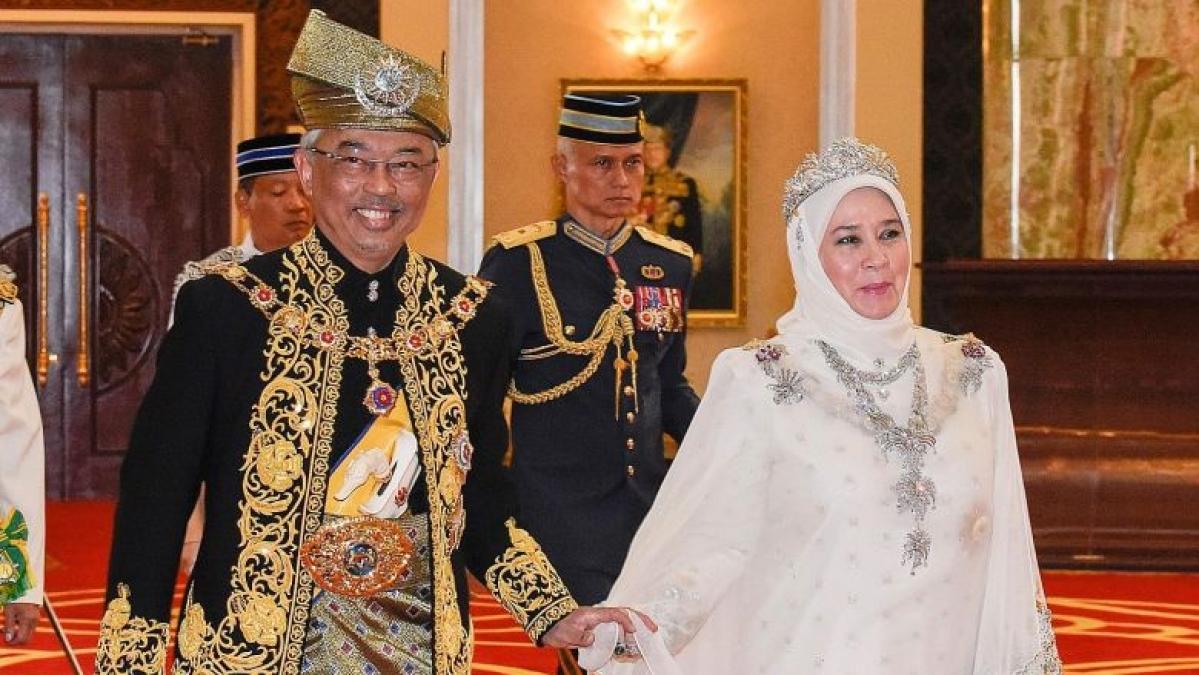 ملیشیا: شاہی محل کے 7 ملازم کورونا پازیٹو، سلطان اور ان کی بیگم خطرے میں!