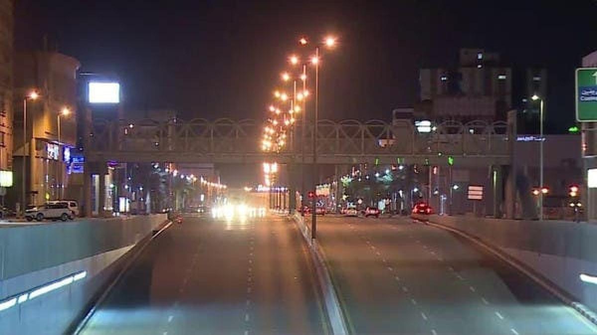 کورونا وائرس: سعودی عرب میں جزوی کرفیو کا اطلاق، سڑکیں سنسان