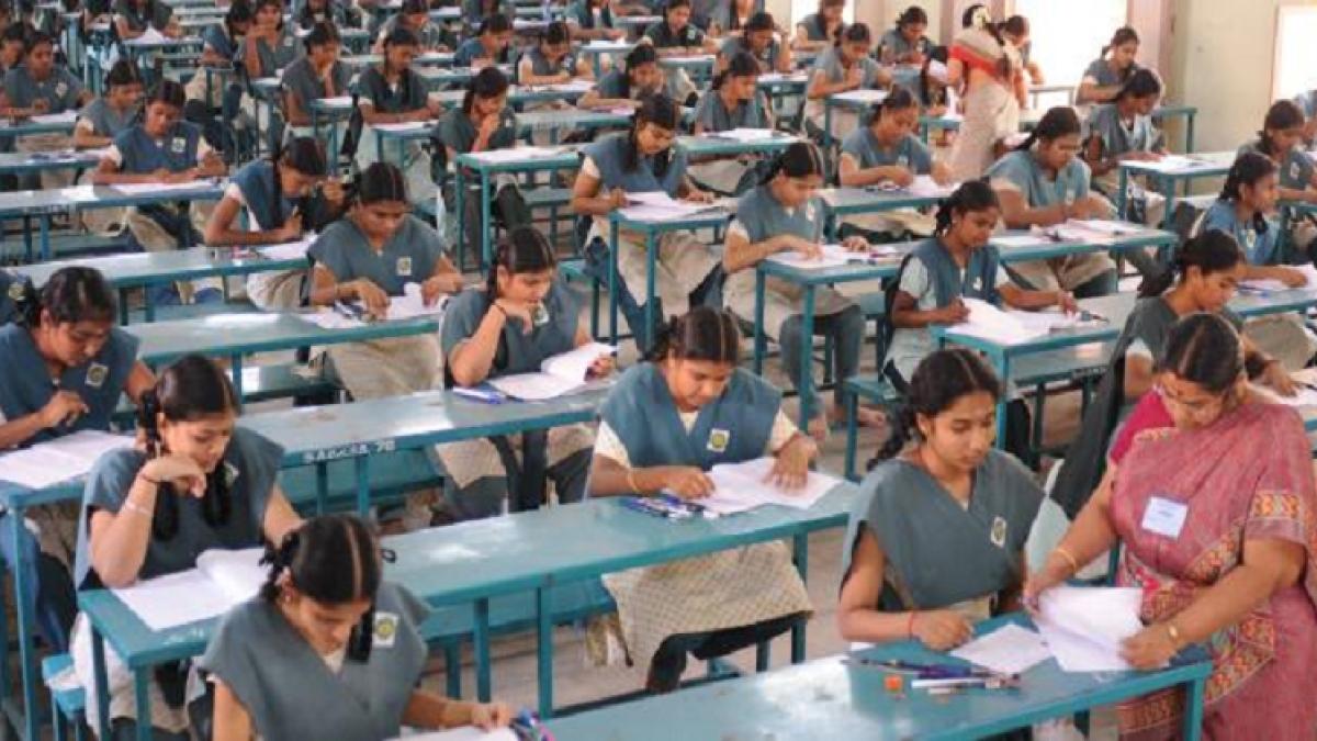 تلنگانہ میں انٹر امتحانات کا آغاز، مختلف وجوہات کی وجہ سے بعض طلبہ امتحان دینے سے محروم