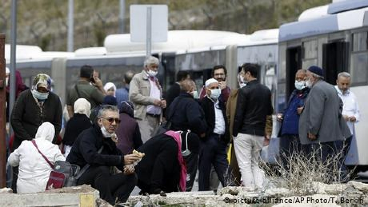 عمرہ کر کے سعودی عرب سے لوٹنے والے ہزاروں ترک شہری قرنطینہ میں