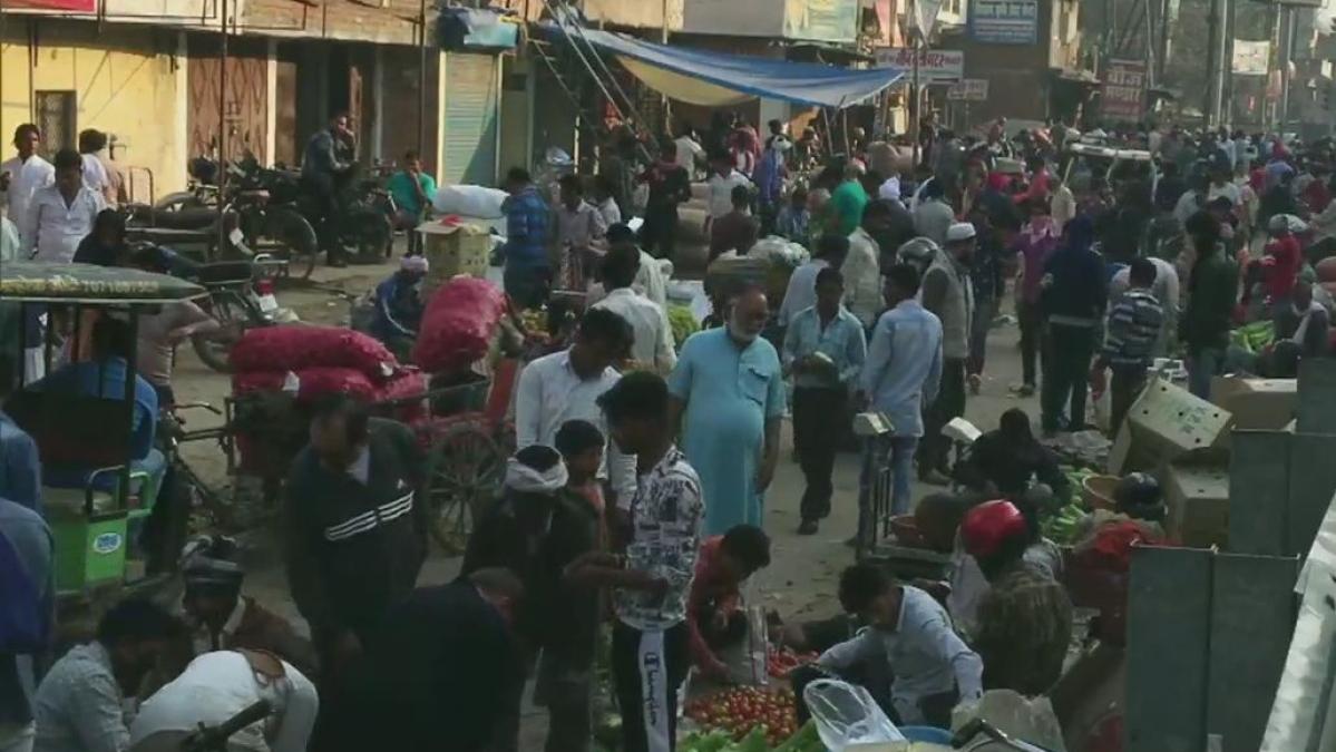 یوپی کے 16 اضلاع میں لاک ڈاؤن کے بعد سبزیوں کے دام بڑھے، منڈیوں میں افراتفری