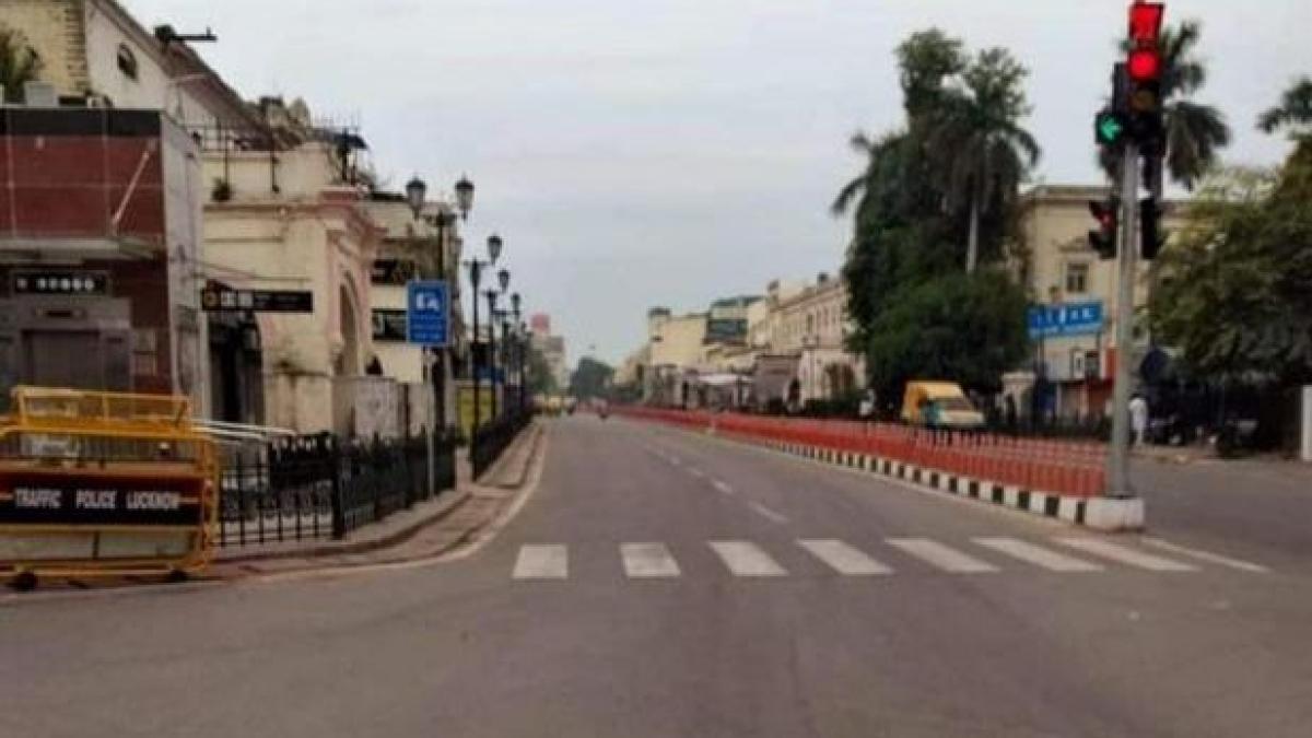 کورونا وائرس: حضرت گنج میں لاک ڈاؤن کی حالت، سڑکیں سنسان، دکانوں پر لٹکا قفل