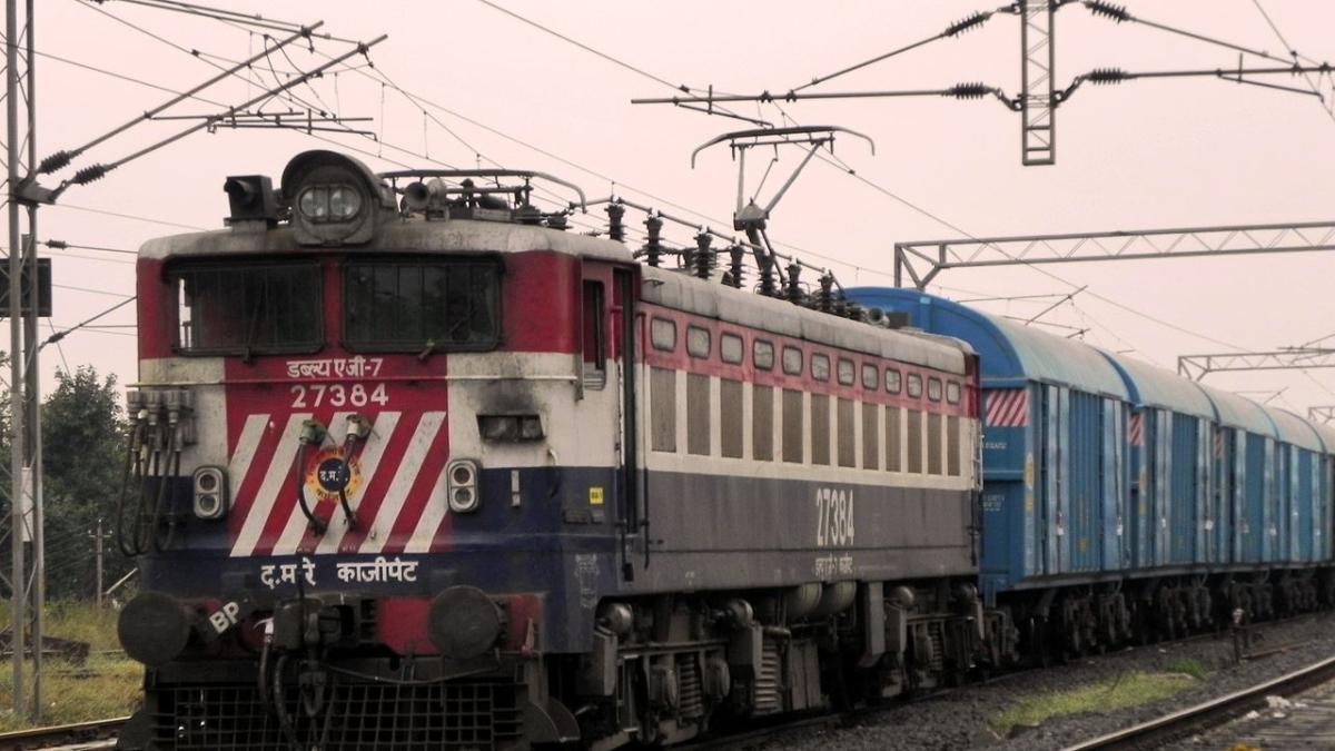 کورونا: پوری طرح بند نہیں ہے ہندوستانی ریل، خاموشی کے ساتھ کر رہا آپ کی خدمت!