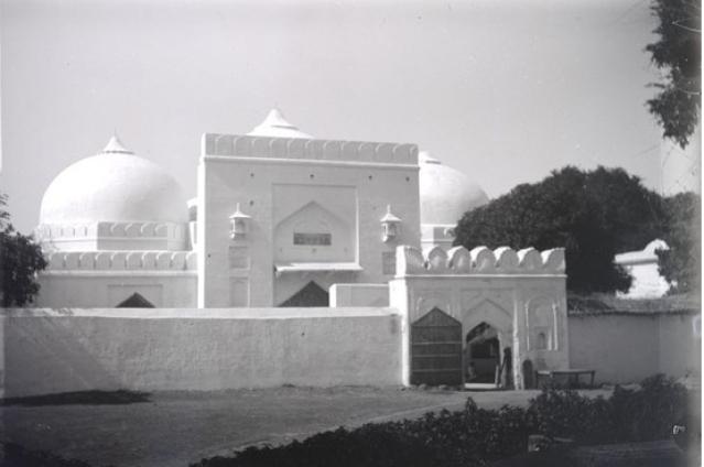 बाबरी मस्जिद करीब सौ साल पहले (फोटो: ब्रिटिश लाइब्रेरी बोर्ड)
