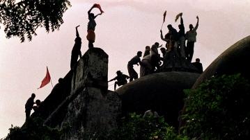 उत्तरप्रदेश के अयोध्या में रामकोट पहाड़ी पर बनी हुई है बाबरी मस्जिद