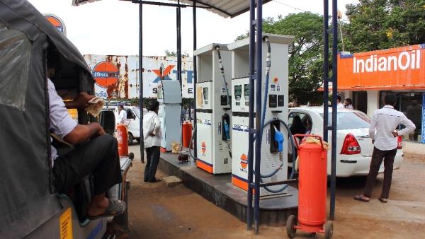 क्रूड के भाव के हिसाब से पेट्रोल 70 रुपए लीटर के नीचे होना चाहिए