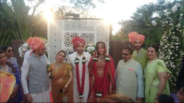 बिग बाॅस-9 की कंटेस्टेंट मंदाना करीमी, गौरव गुप्ता से कोर्ट मैरिज करने के बाद अब दोस्तों के साथ ग्रैंड सेलिब्रेशन कर रही हैं