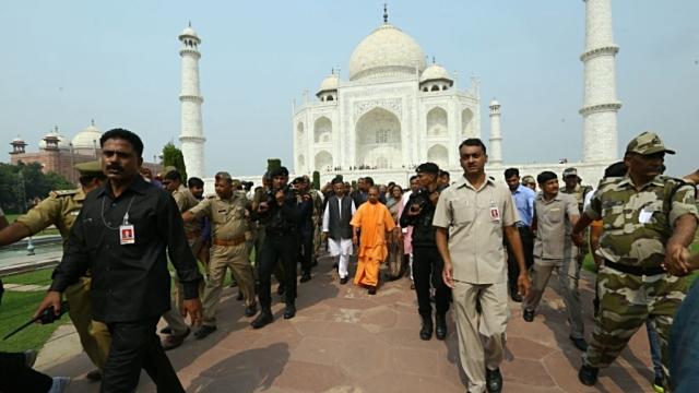 ताजमहल को संरक्षण को लेकर यूपी सरकार के रवैये पर भी सुप्रीम कोर्ट नाराज