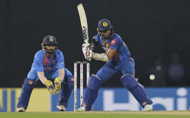 बल्लेबाजी करते हुए श्रीलंका के बल्लेबाज कुसल मेंडिस