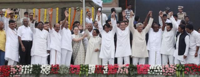 कर्नाटक के सीएम के शपथग्रहण और सोनिया गांधी की डिनर पार्टी में भी विपक्ष अपना दमखम दिखा चुका है.