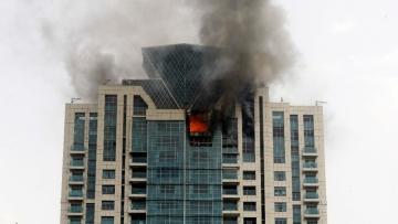मुंबई में 33 मंजिला बिल्डिंग में लगी भीषण आग