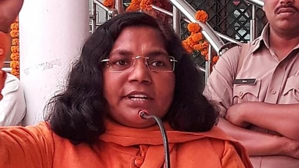 दलित उत्पीड़न के खिलाफ पीएम मोदी को चिट्ठी लिखकर चर्चा में आईं बहराइच की बीजेपी सांसद सावित्रीबाई फुले.