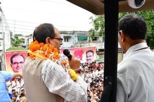 चुनाव रैली में शिवराज चौहान