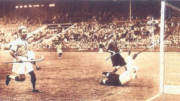 1948 लंदन ओंलंपिक में बलबीर सिंह ने सबसे ज्यादा हॉकी गोल का रिकॉर्ड अपने नाम किया.