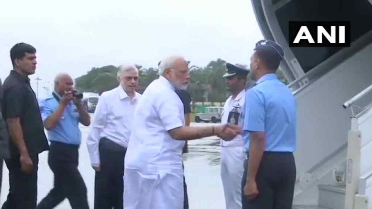 बाढ़ प्रभावित इलाकों का हवाई सर्वे करने के लिए पहुंचे पीएम मोदी