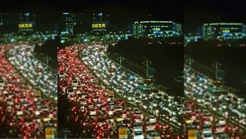 हैदराबाद के हाईटेक सिटी में स्वीडिश फर्नीचर कंपनी के उद्घाटन की वजह से जाम का नजारा