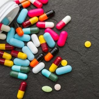 बुखार की दवा को भी तरसना पड़ सकता है? जानिए देश पर छाया दवा संकट