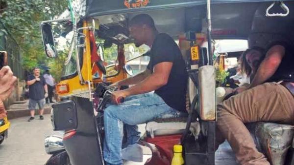 मुंबई की सड़कों पर ऑटो चलाते हॉलीवुड स्टार विल स्मिथ