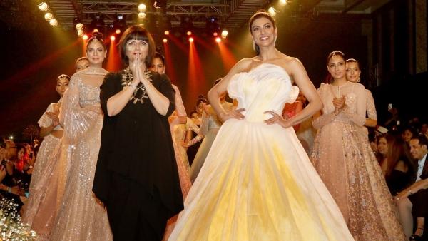 मुंबई फैशन वीक में सुष्मिता सेन का जादू, रैंप पर बिखेरा  जलवा