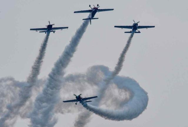 23 नवंबर को आंध्र प्रदेश टूरिज्म अथॉरिटी ने विजयवाड़ में एक एयर शो का आयोजन किया. जहां हवाई जहाजों ने कई शानदार करतब दिखाए.
