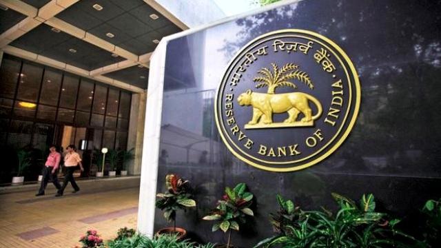 रिजर्व बैंक ने एसएलआर में 0.25 फीसदी की कटौती की है