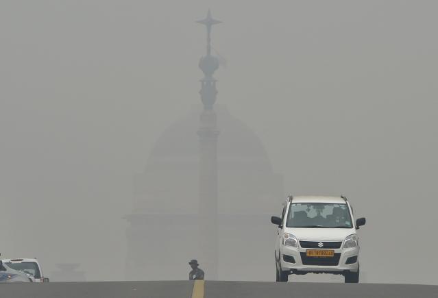 13 नवंबर को राजधानी दिल्ली धुंध में डूबी रही