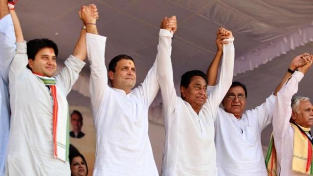 मध्यप्रदेश में चुनाव प्रचार के दौरान कांग्रेस नेताओं के साथ राहुल गांधी