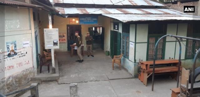 मिजोरम में कड़ी सुरक्षा व्यवस्था के बीच एक मतदान केंद्र