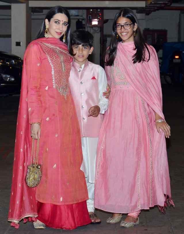 करिश्मा कपूर अपने दोनों बच्चों के साथ