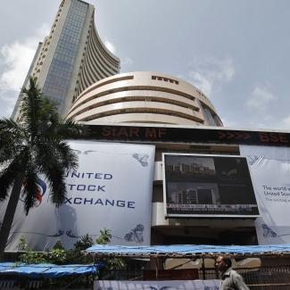 शेयर बाजार (फाइल फोटो: Reuters)