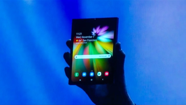सैमसंग का कहना है कि यह नया फोन अगले साल मध्य तक लॉन्च हो जाएगा