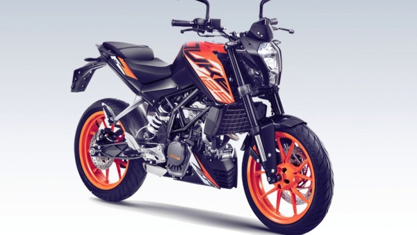 KTM ने 1.18 लाख रुपए में उतारी 125 Duke,मुकाबला होगा 150cc बाइक से