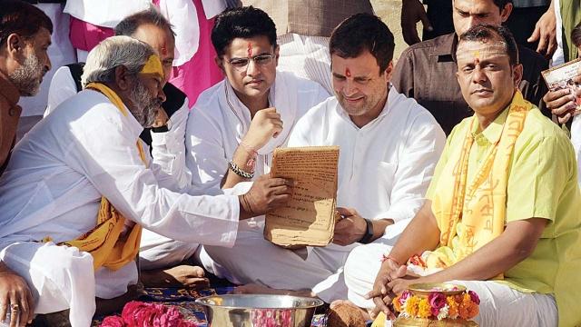 राजस्थान में पूजा करते राहुल गांधी