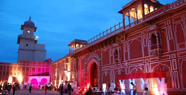 डेस्टिनेशन वेडिंग के लिए राजस्थान के पैलेस भी लोगों की पहली पसंद हैं