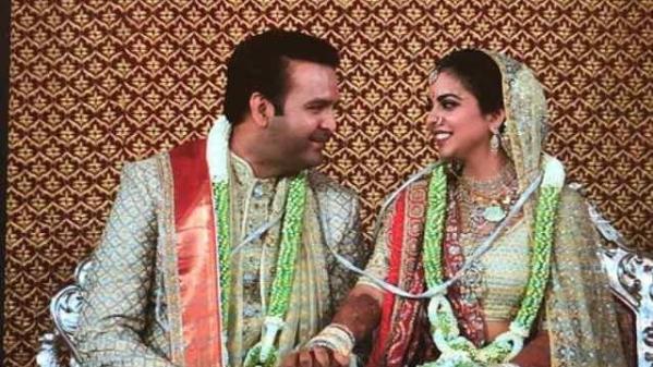 वैदिक रस्मों से हुई ईशा अंबानी-आनंद पीरामल की शादी, देखिए वीडियो