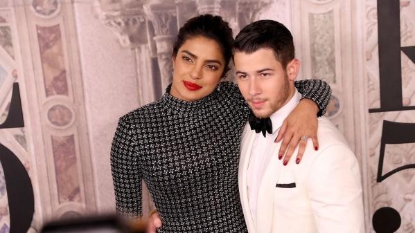Vogue ने प्रियंका का एक वीडियो रिलीज किया है जिसमें वो निक के गाने पर थिरकती नजर आ रहीं हैं.