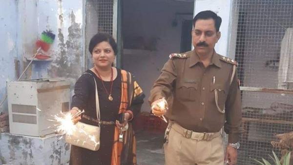 पत्नी के साथ इंस्पेक्टर सुबोध कुमार