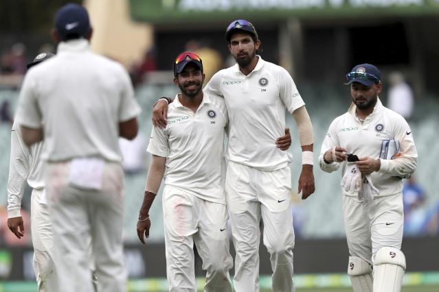 एडिलेड टेस्ट के दूसरे दिन अश्विन ने झटके तीन विकेट तो वहीं बुमराह और ईशांत को मिले 2-2 विकेट