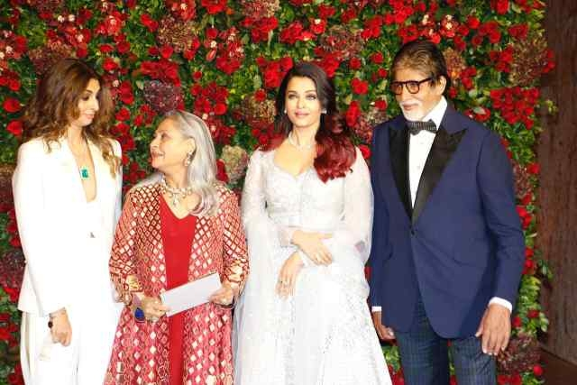 बच्चन परिवार के साथ अनुष्का शर्मा