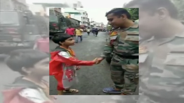 Maharashtra A Child Salutes Army Personnel