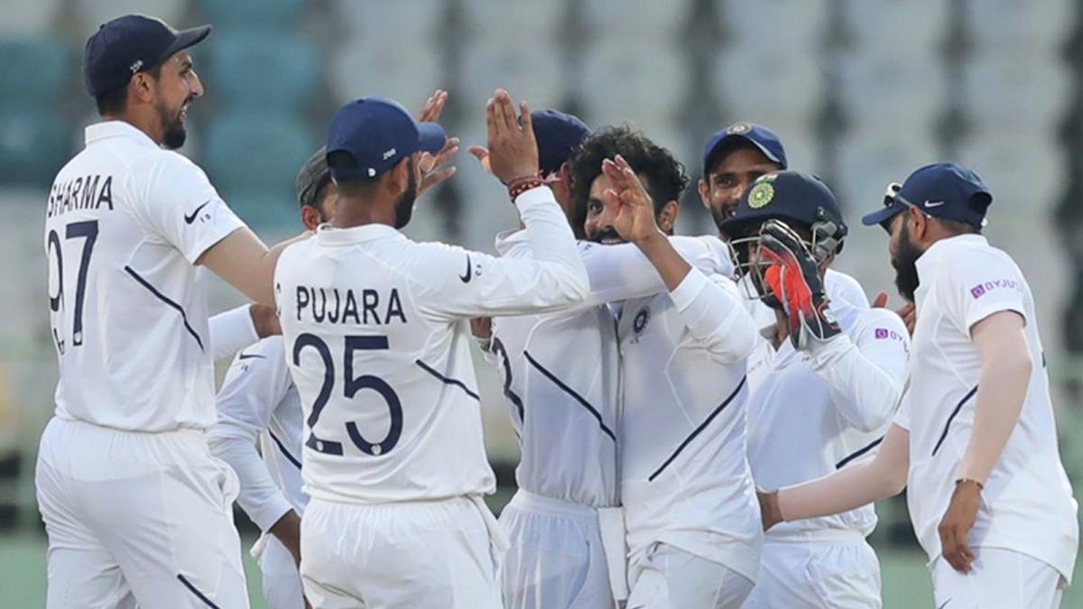 टेस्ट सीरीज के पहले मैच में 203 रन से जीत दर्ज