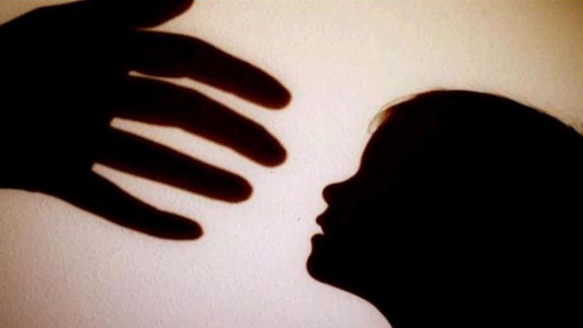 रिश्ते हुए कलंकित : बेटी के लिए श्राप बना पिता