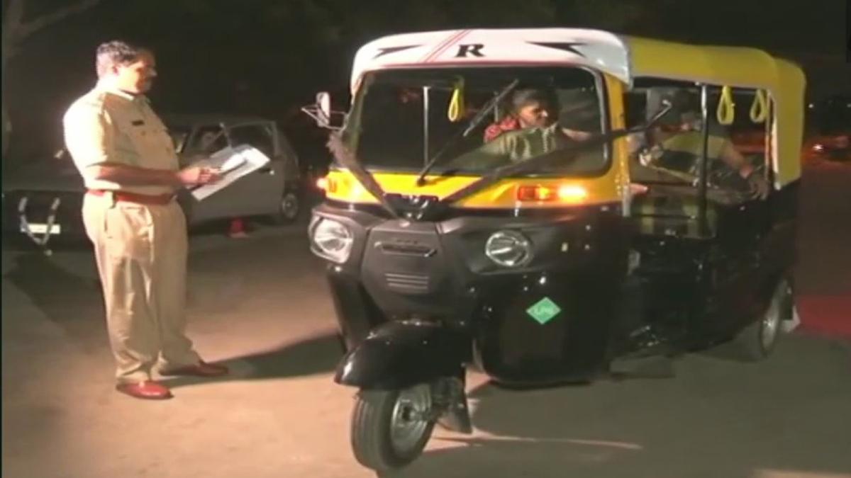 रात 10 से सुबह 6 बजे के बीच महिलाओं को घर छोड़ेगी कर्नाटक पुलिस