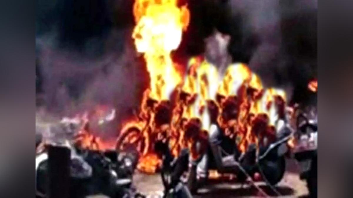 आगजनी 3 बड़ी घटनाएं: अज्ञात बदमाशों ने लगाई आग, कई वाहन जलकर खाक